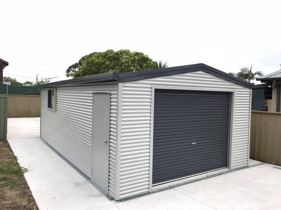 Garage with sideways colourbond